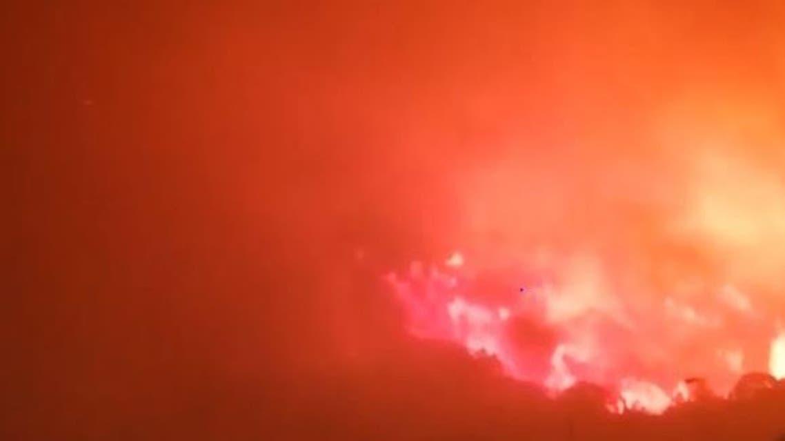 مدني السعودية يباشر حريقاً اندلع في منطقة وعرة بجبل غلامة
