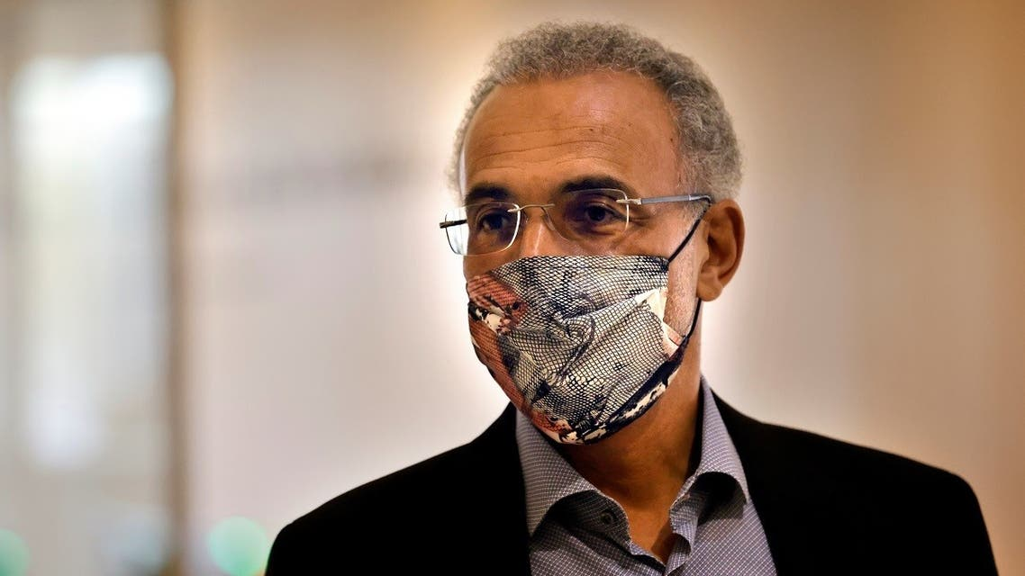 Swiss leading Islamic scholar Tariq Ramadan, wearing a face mask, arrives at the Palais de Justice of Paris. (AFP)