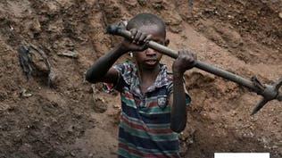 بسبب كورونا.. أطفال في كينيا يتحولون إلى عمّال محاجر