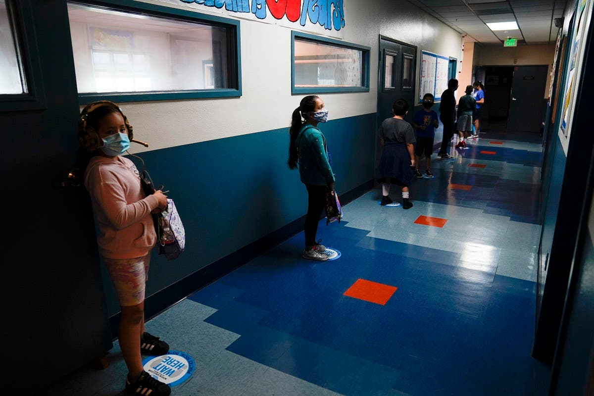 Los Angeles Unified School District students stand in a hallway socially distance during a lunch break at Boys & Girls Club of Hollywood in Los Angeles. (File photo: The Associated Press)