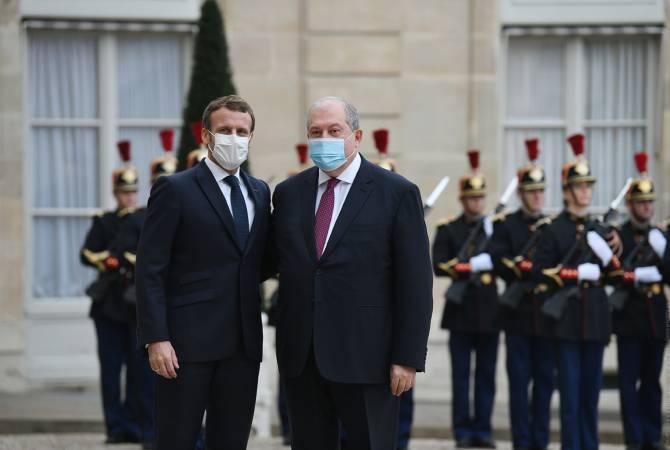 الرئيس الأرميني أرمين ساركيسيان، مع نظيره الفرنسي إيمانويل ماكرون