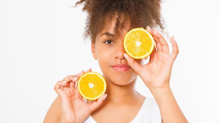 5 علاجات طبيعيّة فعّالة في القضاء على البقع الداكنة
