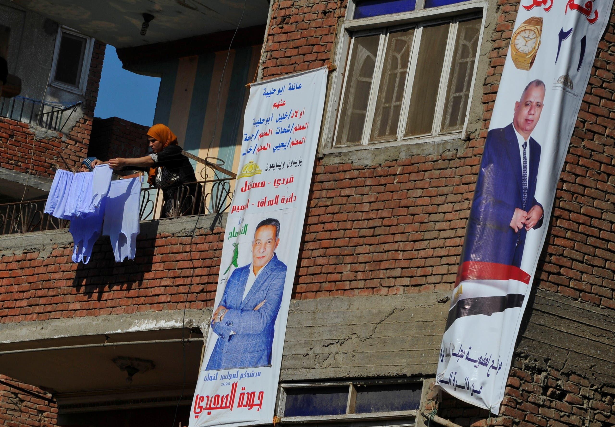 لافتات دعائية لبعض المرشحين