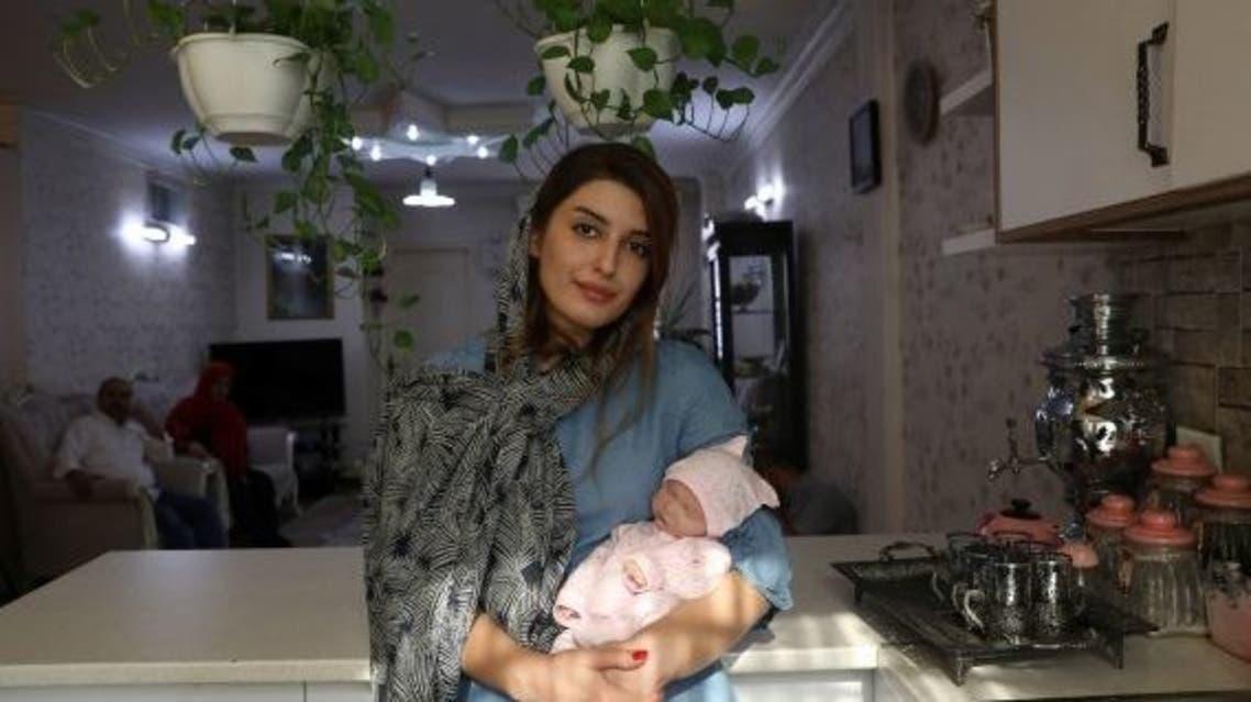 رویترز:خانوادههای ایرانی بخاطر فشار اقتصادی خرید عروسک را جایگزین فرزندآوری کردهاند