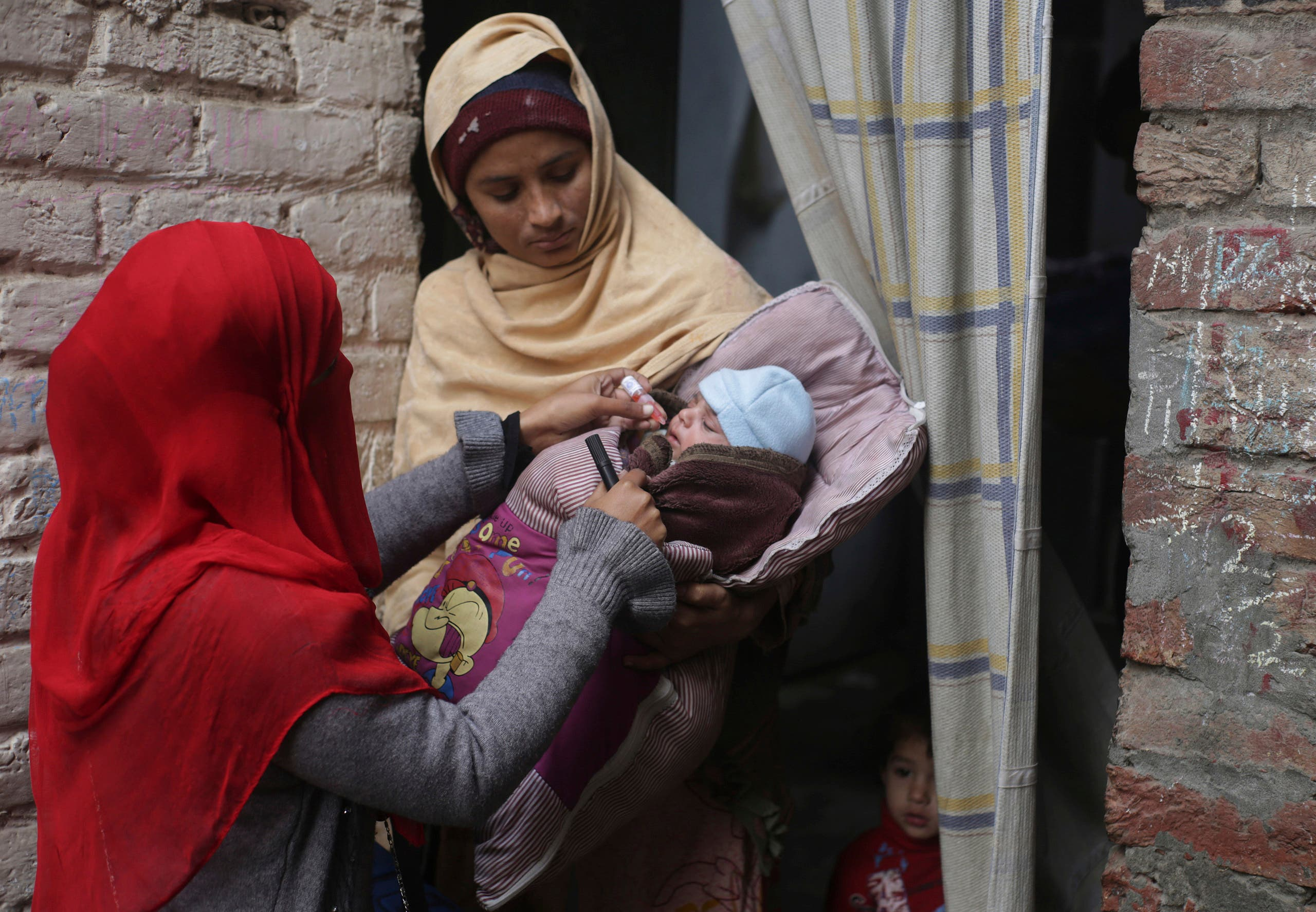 A health worker gives a polio vaccination to a child in Lahore on Jan. 21, 2019. (AP)