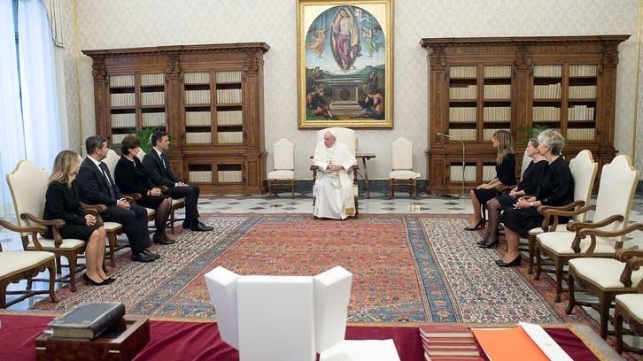 الجميع بلا كمامات.. جدل بعد لقاء البابا برئيس وزراء إسبانيا