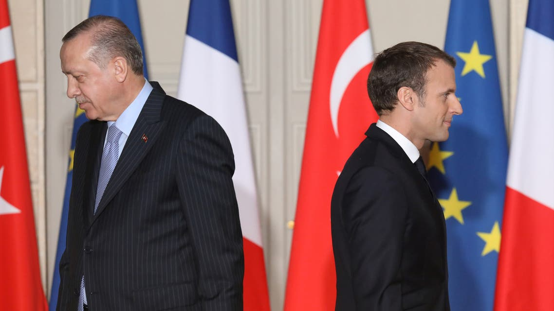 French President Emmanuel Macron (R) and Turkish President Recep Tayyip Erdogan walk during a joint press conference at the Elysee Palace in Paris, France, January 5, 2018. (Reuters)