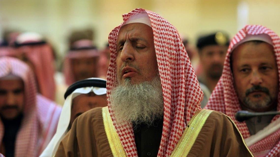 Sheikh Abdulaziz bin Abdullah bin Mohammed Al Al-Sheikh, Grand Mufti of Saudi Arabia and President of the Council of Senior Scholars, leads prayer in Riyadh. (File photo: AP)