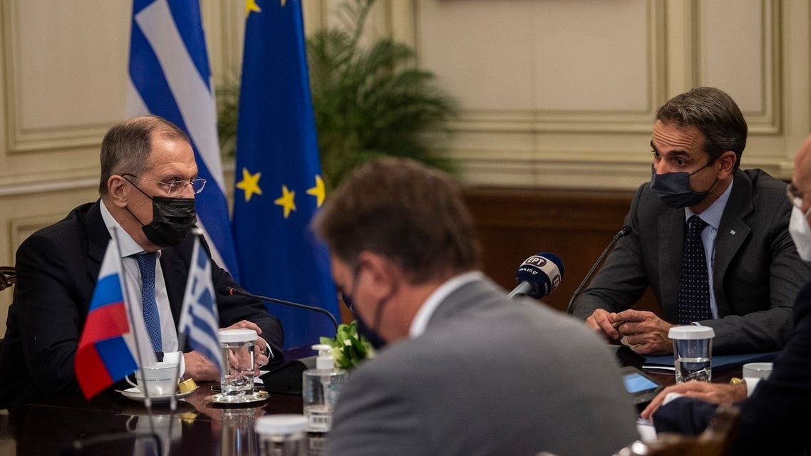 Greek PM Kyriakos Mitsotakis (R) speaks with Russian FM Sergei Lavrov during their meeting at the Maximos Mansion in Athens, on October 26, 2020. (Angelos Tzortzinis/Pool/AFP)