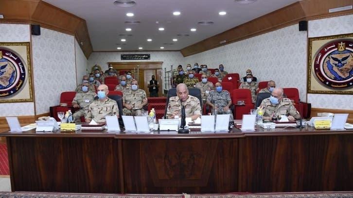 وزير دفاع مصر يتابع العمليات بسيناء: سنقتلع الإرهاب من جذوره