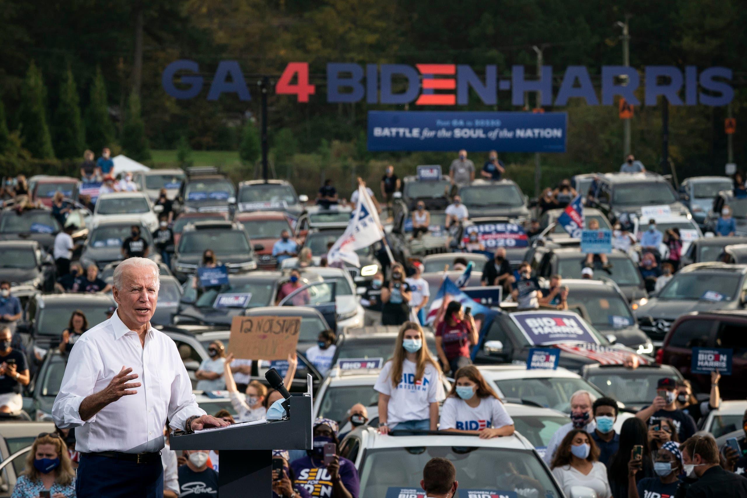جو بايدن خلال تجمّع انتخابي في جورجيا