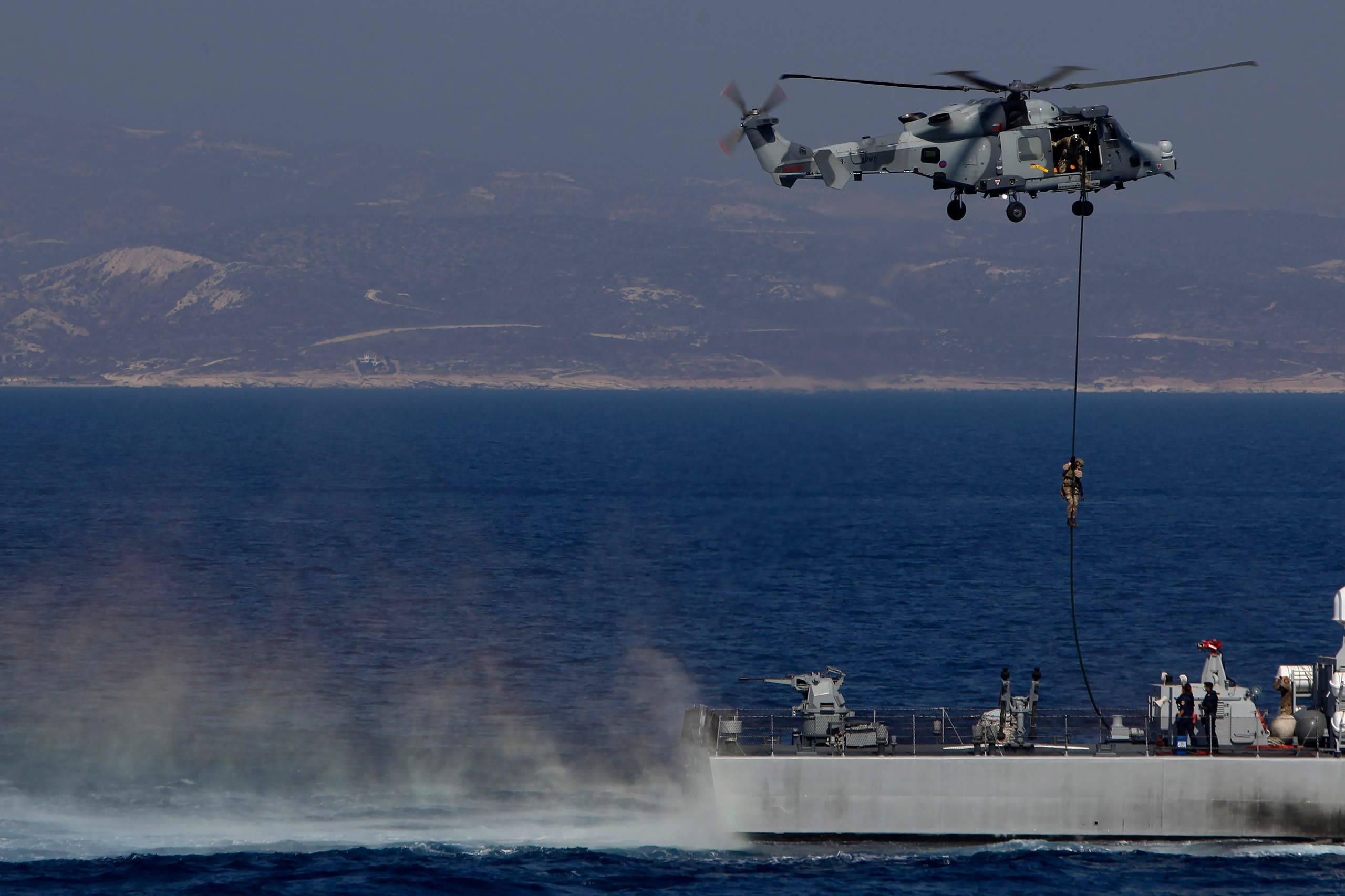 سفينة حربية بريطانية خلال المناورات في شرق المتوسط