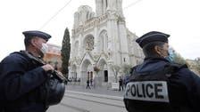 بعد هجوم نيس.. رجل يهدد شرطة فرنسا بسكينين