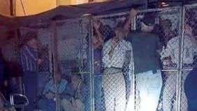 لغة السجون فقط.. أقفاص حديدية لتوزيع الخبز في سوريا