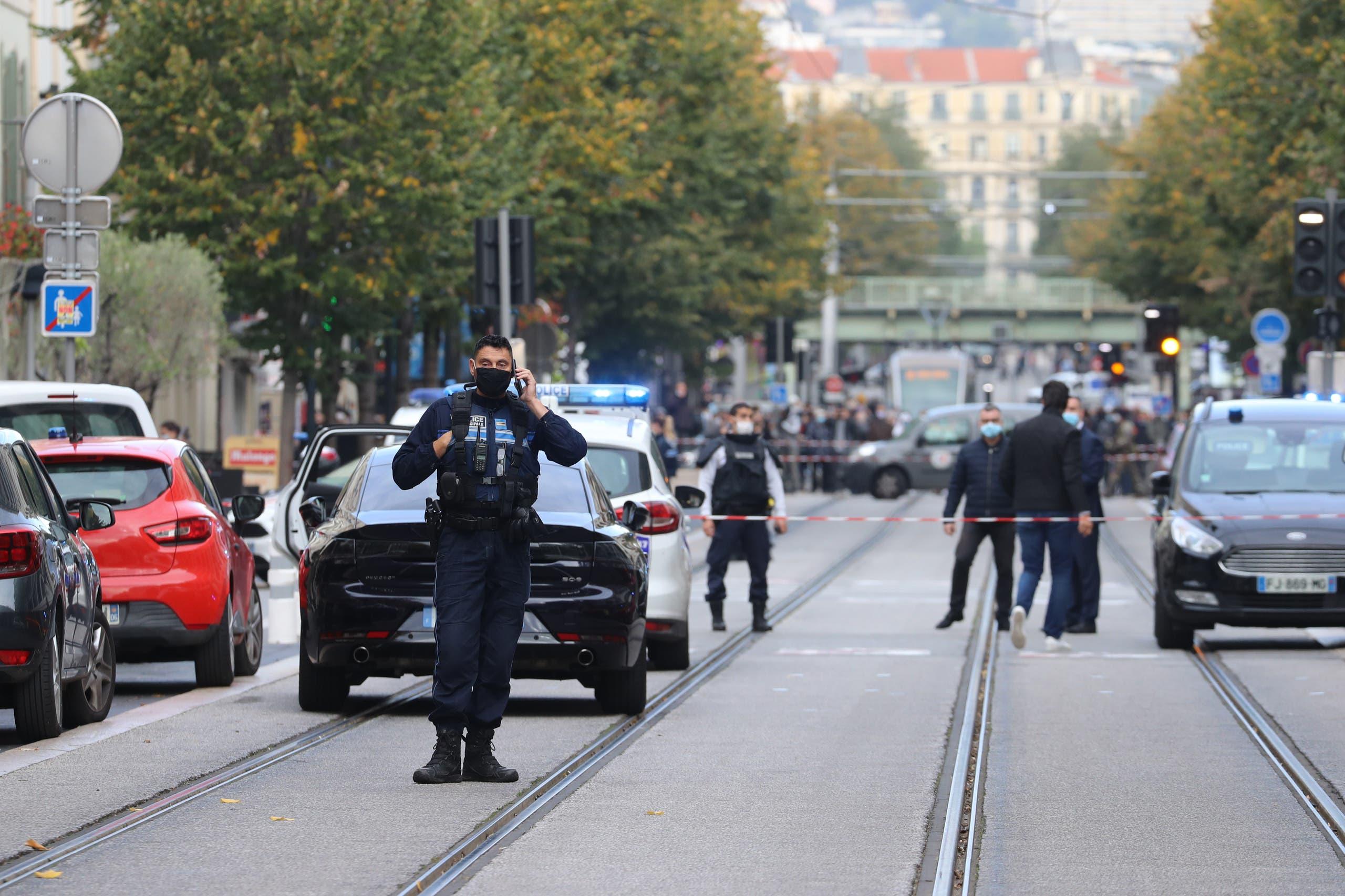 من مدينة نيس قرب كنيسة نوتردام حيث وقع حادث الطعن (29 أكتوبر 2020- فرانس برس)