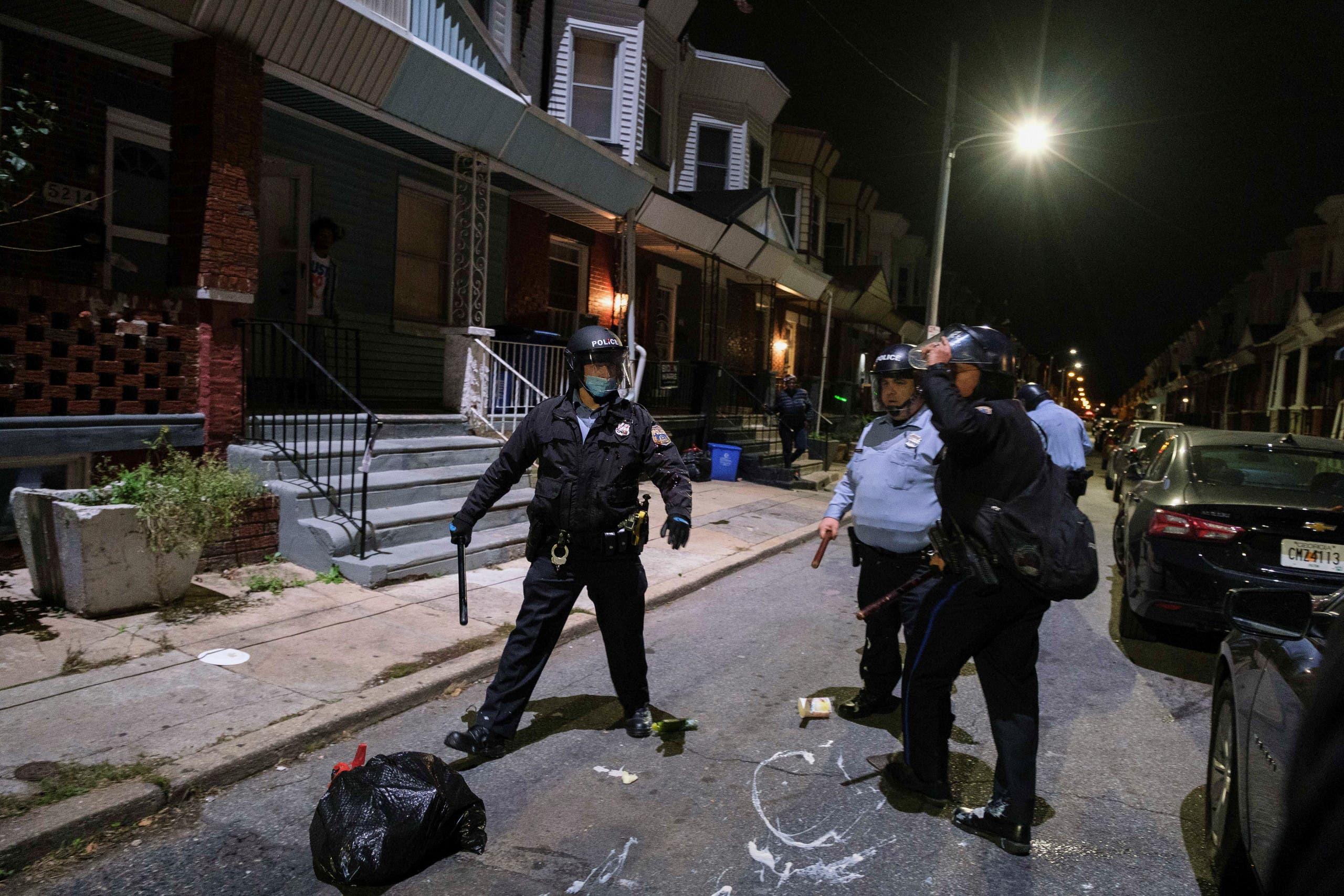 الشرطة خلال الاحتجاجات في فيلادلفيا