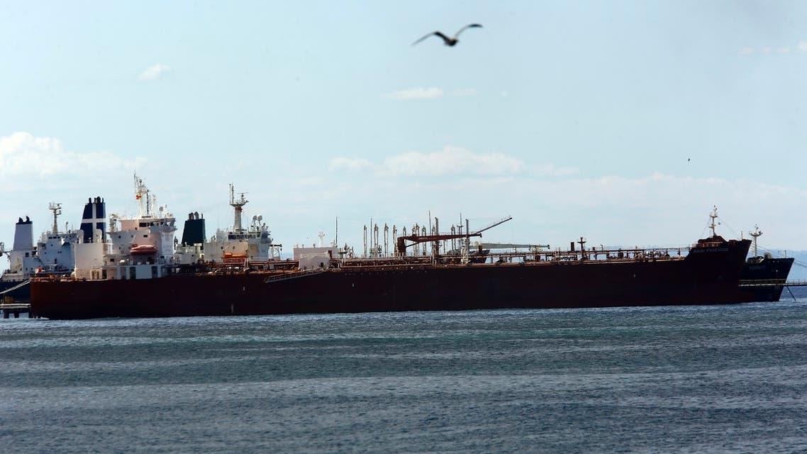 سفينة إيرانية عند أحد المرافئ في فنزويلا(أرشيفية- أسوشييتد برس)