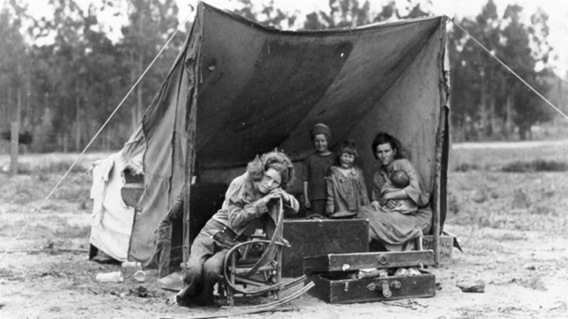 صورة لعدد من المهاجرين الفارين من قصعة الغبار