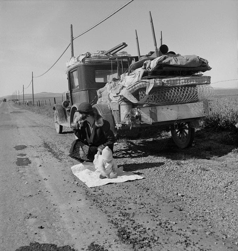 صورة لعدد من المهاجرين نحو كاليفونيا خلال قصعة الغبار