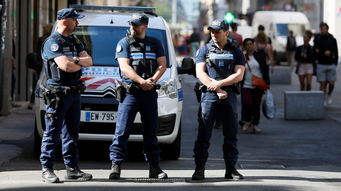 Police patrol the streets during the manhunt of a suspected suitcase bomber in central Lyon, France, May 25, 2019. (File photo: Reuters)