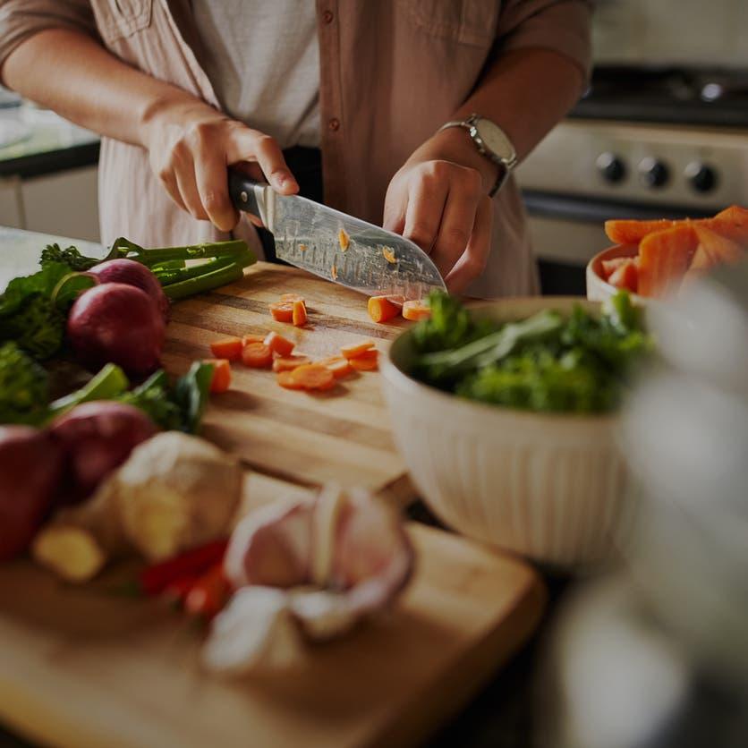 متبعو هذا النظام الغذائي أكثر عرضة للإصابة بكورونا!