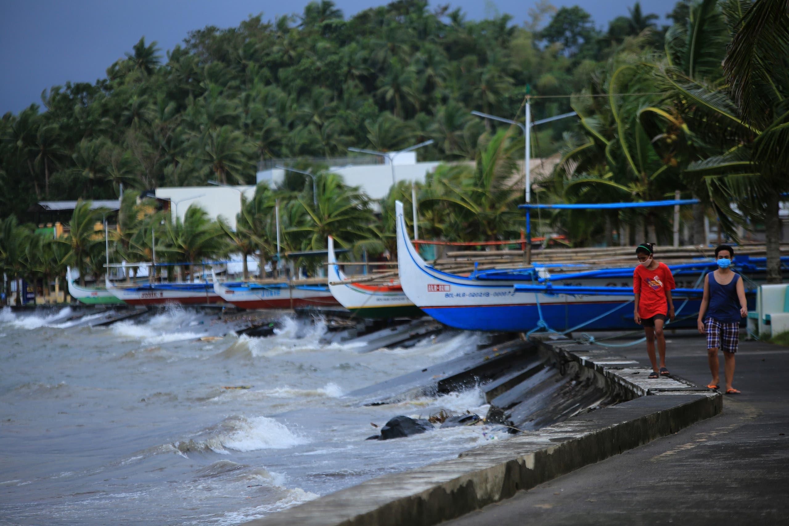 الإعصار غوني يضرب الفلبين.. وإجلاء قرابة مليون شخص
