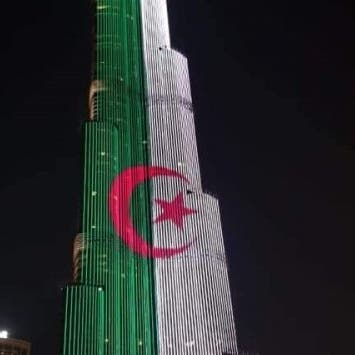 شاهد برج خليفة يتزين بالعلم الجزائري احتفالا بعيد الثورة