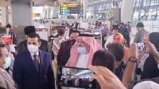 السفير السعودي يلتقي معتمري إندونيسيا في مطار جاكرتا