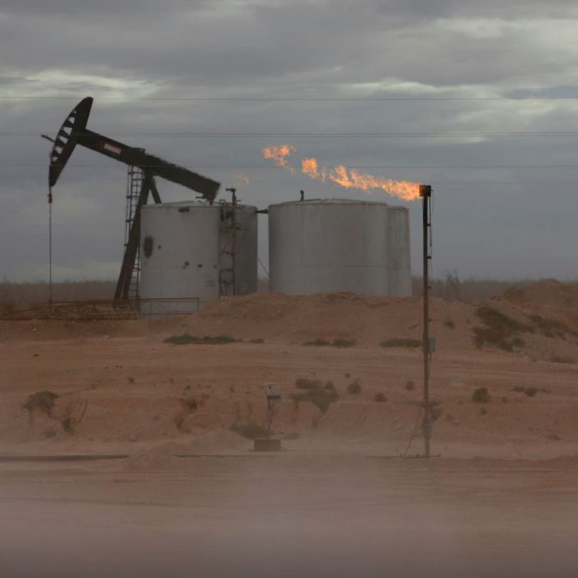 النفط يتراجع بعد صعود قوي متأثرا بالحديث عن تعافٍ أبطأ