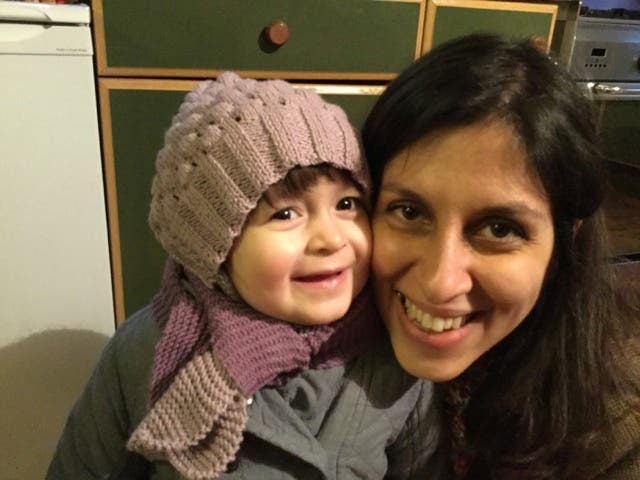 Nazanin Zaghari-Ratcliffe and her daughter Gabriella pose for a photo in London, Britain February 7, 2016. (Reuters)