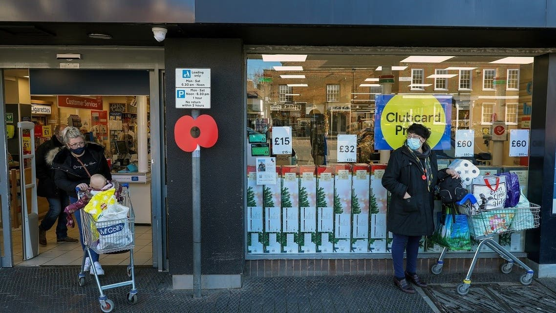 People stock up with items from a Tesco supermarket after new nationwide restrictions were announced during the coronavirus disease (COVID-19) outbreak in West Malling, Britain November 4, 2020. (Reuters)