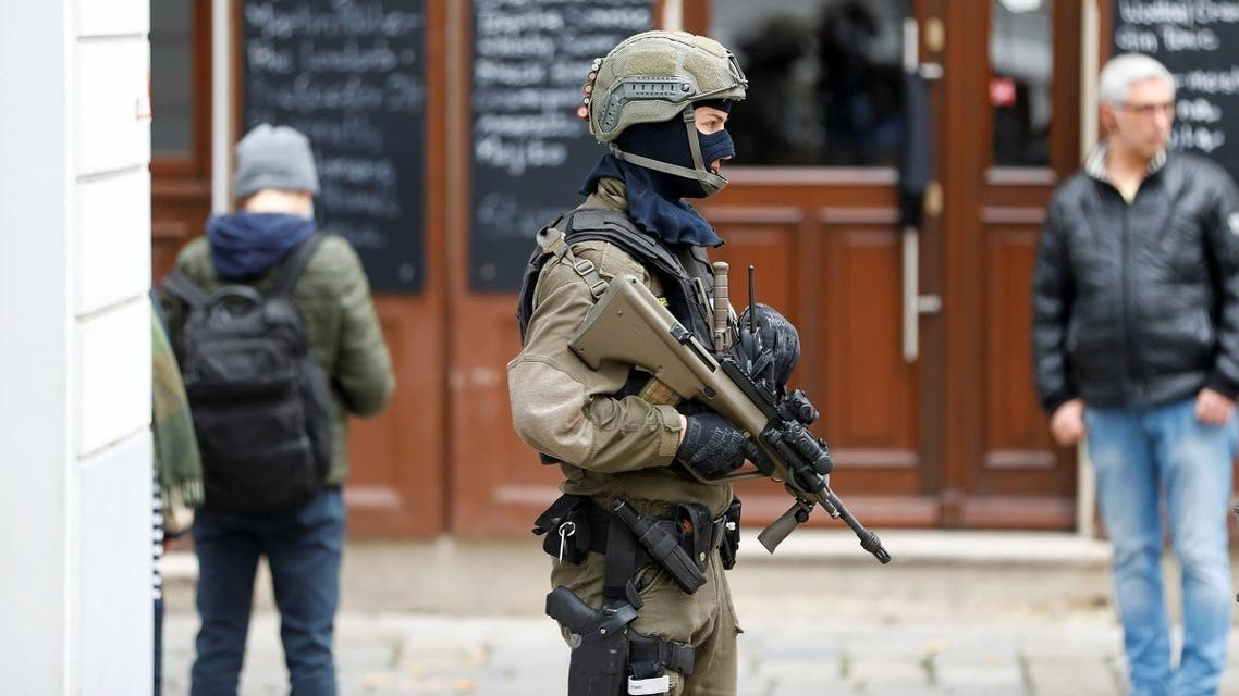 An armed member of special forces stands guard near the site of a gun attack in Vienna, Austria, November 4, 2020. (Reuters/Leonhard Foeger)