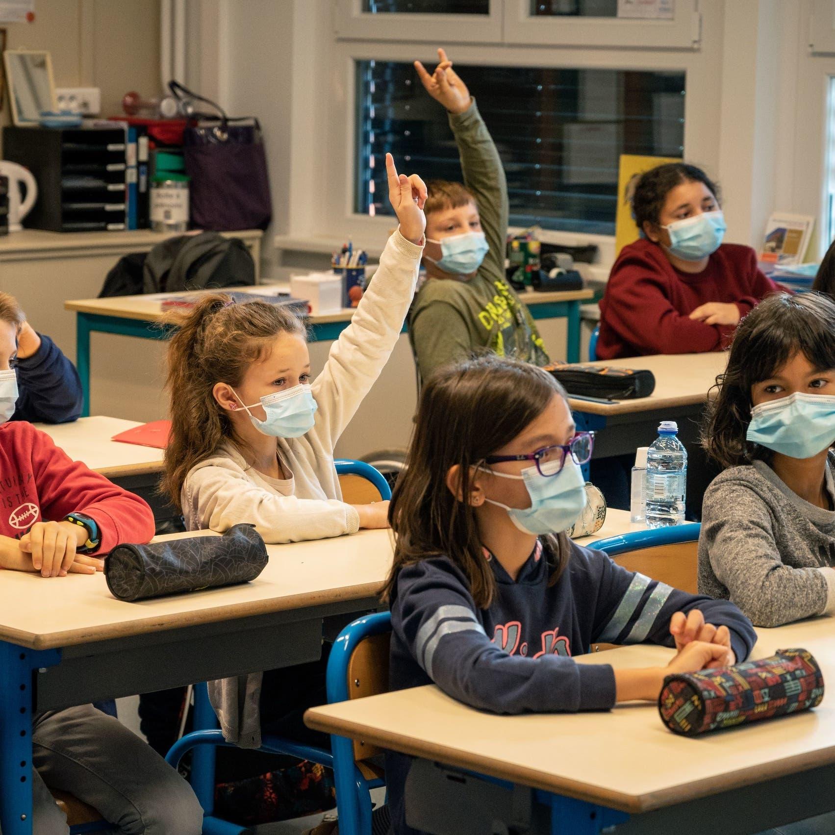 منظمة الصحة تنصح بإبقاء المدارس مفتوحة رغم طفرة الإصابات