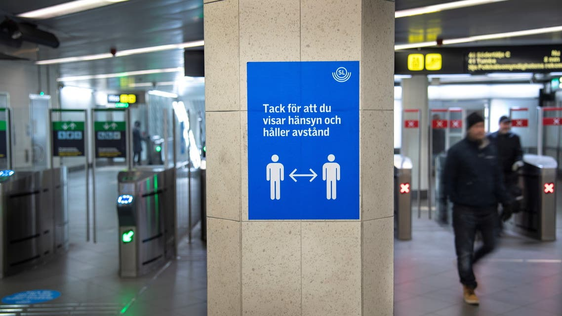 A sign encourages people using public transportation to maintain social distance as the spread of coronavirus disease (COVID-19) continues in Stockholm, Sweden November 4, 2020. (File photo: Reuters)S