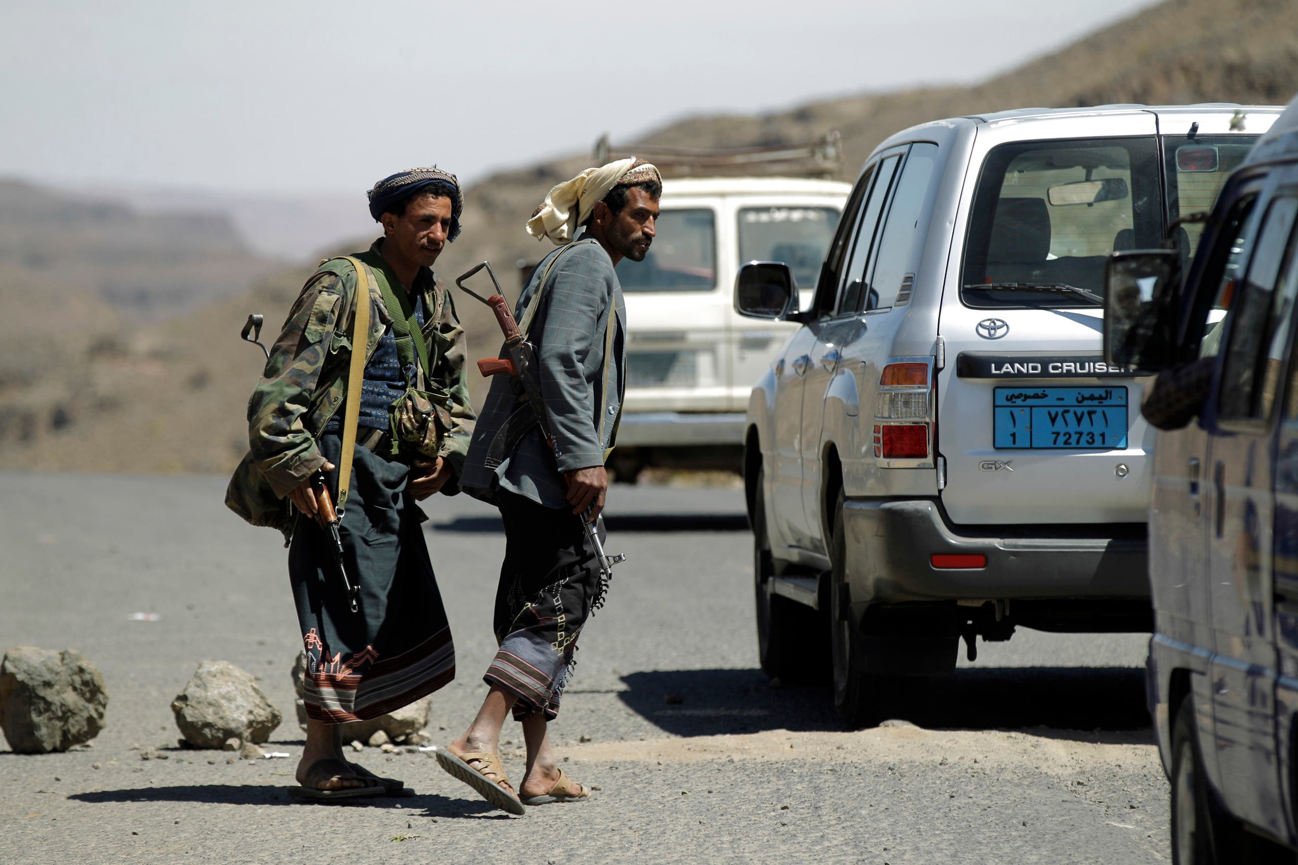Houthi militiamen man a checkpoint in Yareem town of Yemen's central province of Ibb. (File photo: Reuters)
