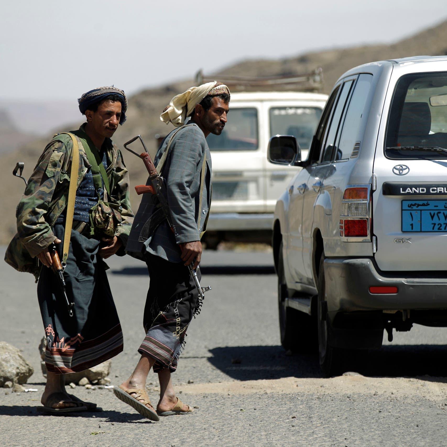 حوثي يحمل قنبلة داخل سيارة أجرة فيتسبب بمقتل وإصابة مدنيين
