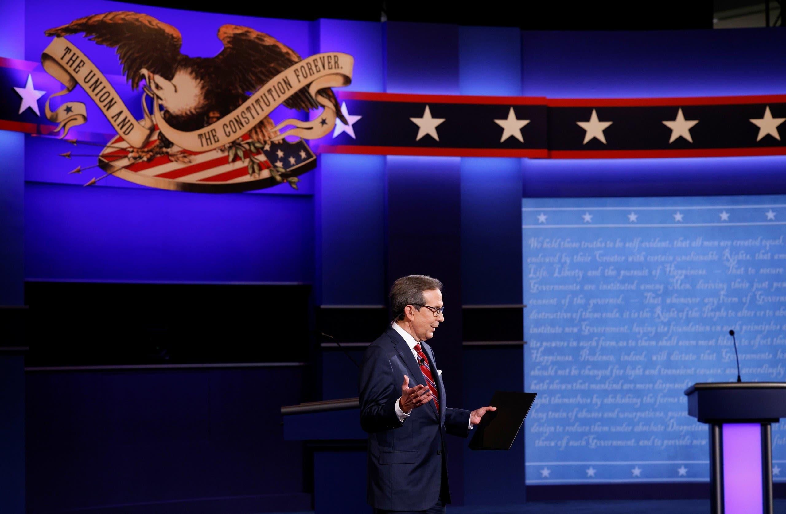 كريس والاس خلال المناظرة