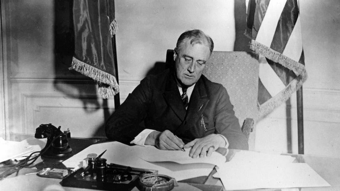 فرانكلن روزفلت بمكتبه