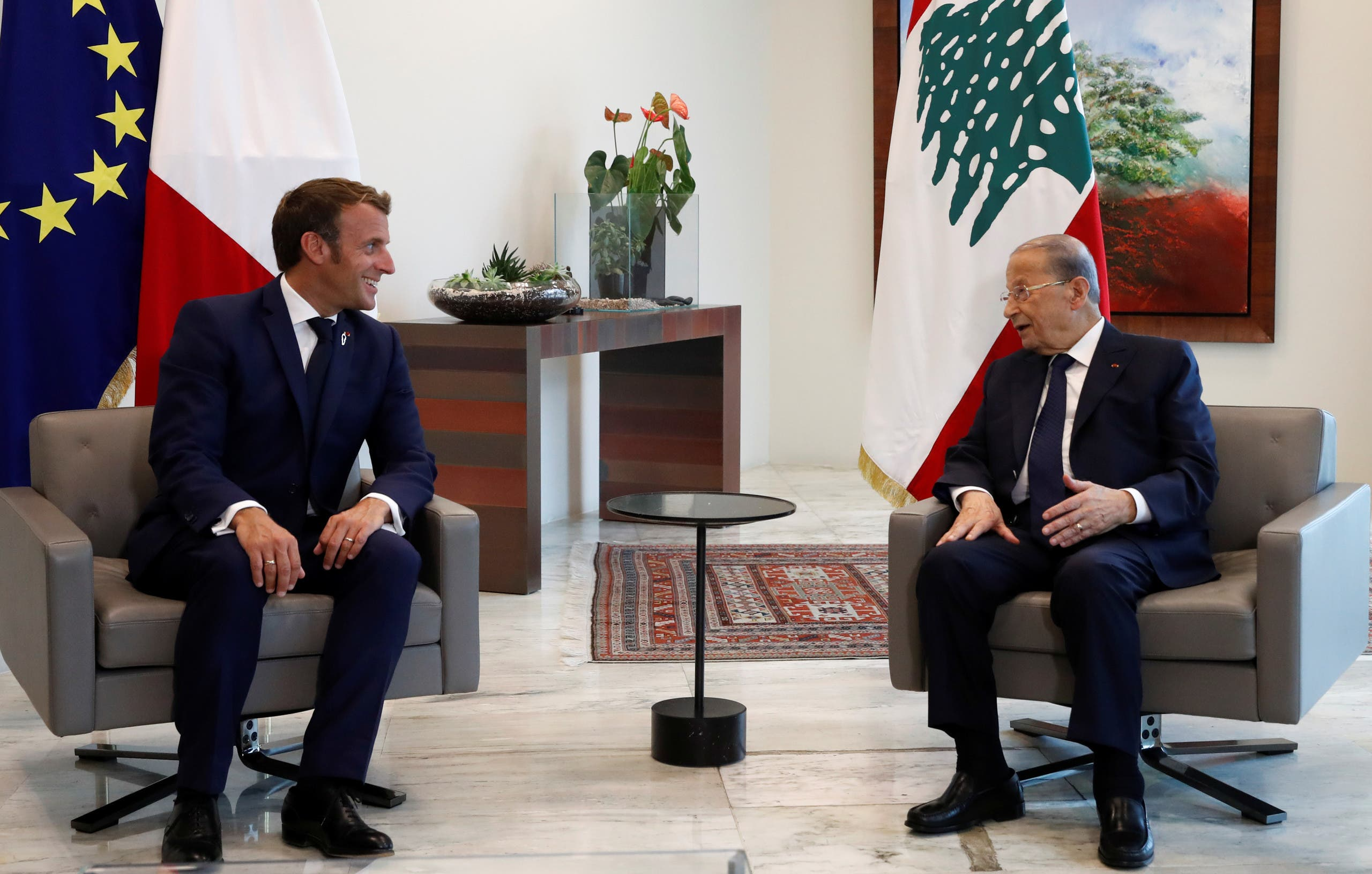 French President Emmanuel Macron and Lebanon's President Michel Aoun attend a meeting at the presidential palace in Baabda, Lebanon September 1, 2020. (File photo: Reuters)