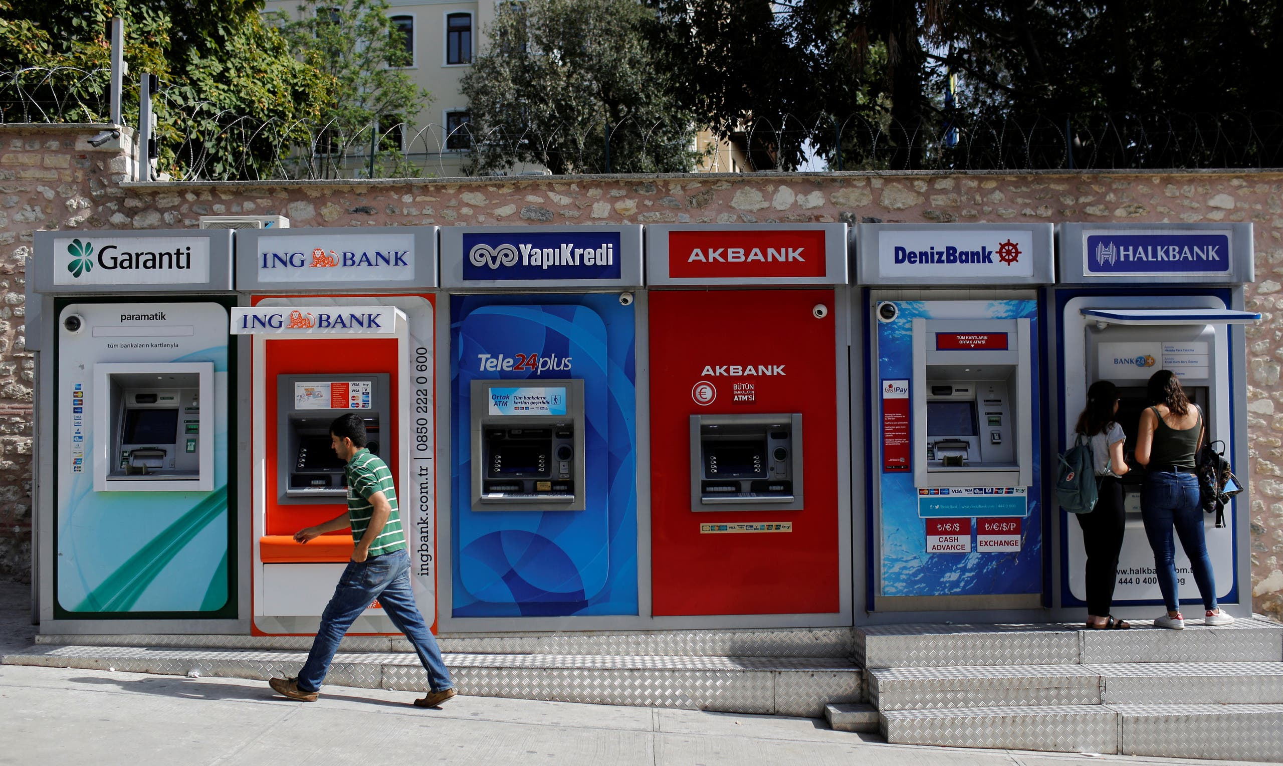 Women withdraw cash from an ATM of Halkbank in Istanbul, Turkey. (File photo: Reuters)