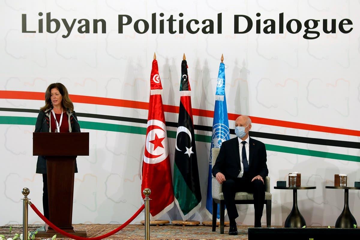 المبعوثة الأممية ستيفاني وليامز خلال انطلاق الحوار السياسي الليبي في تونس الشهر الماضي