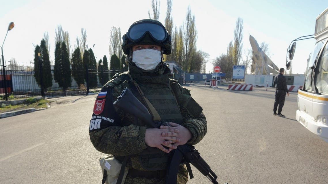 A Russian service member stands guard outside a military air base after a conscript soldier killed fellow servicemen in Voronezh Region, Russia November 9, 2020. (Reuters/Vladimir Lavrov)