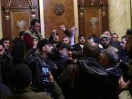رفضاً للسلام.. متظاهرون يقتحمون مبنى الحكومة في أرمينيا
