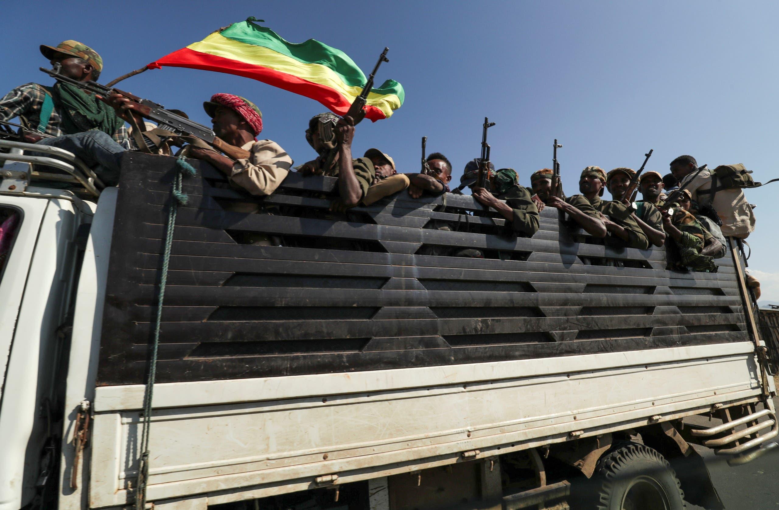 عناصر من ميليشيا في أمهرة يتوجهون للقتال في تيغراي