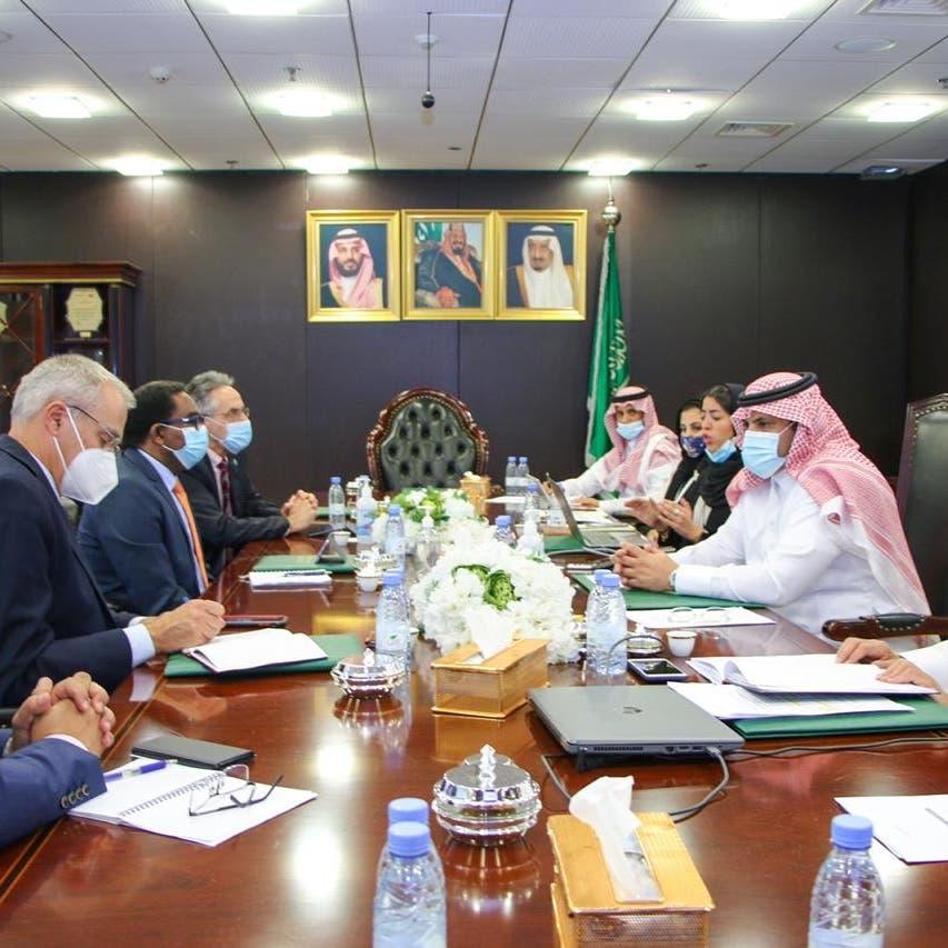 دعم سعودي وأممي لمكافحة الجراد الصحراوي في اليمن