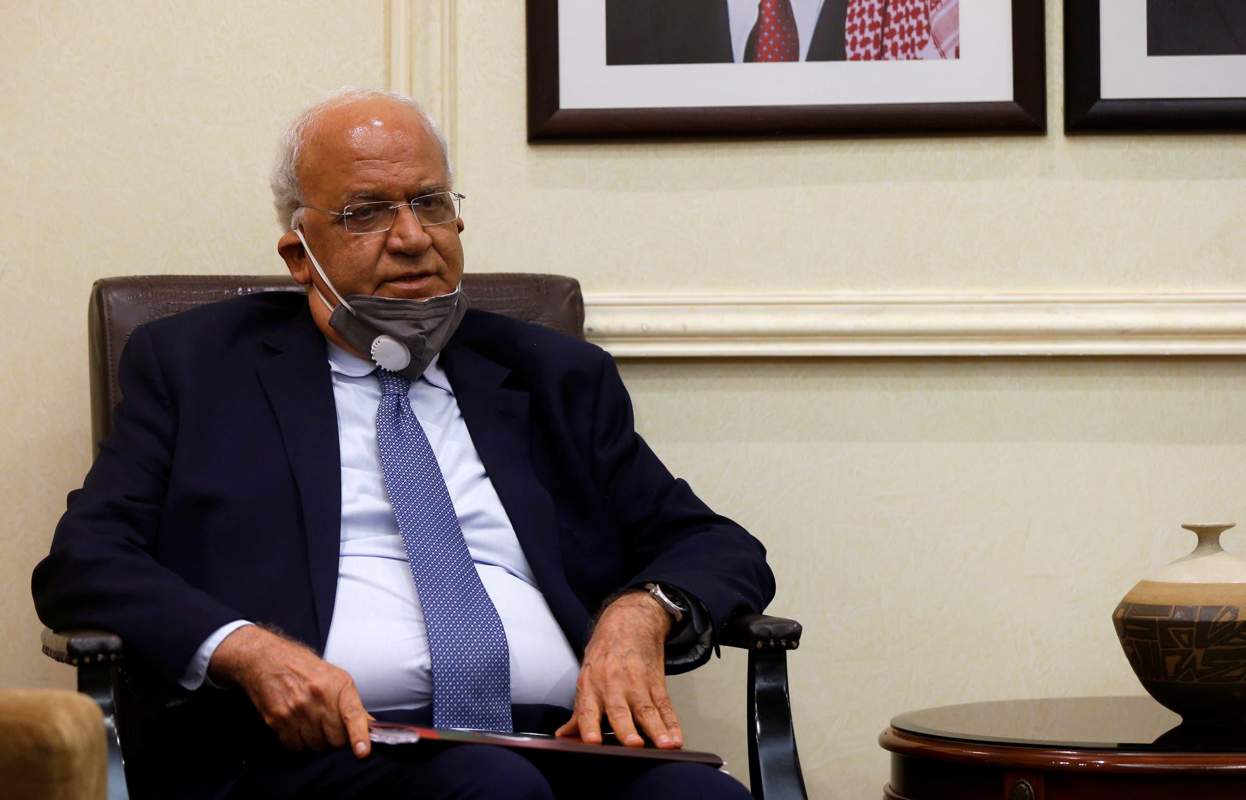 صورة حديثة لعريقات التقطت له خلال لقاء في عمّان مع وزير الخارجية الأردني في سبتمبر الماضي