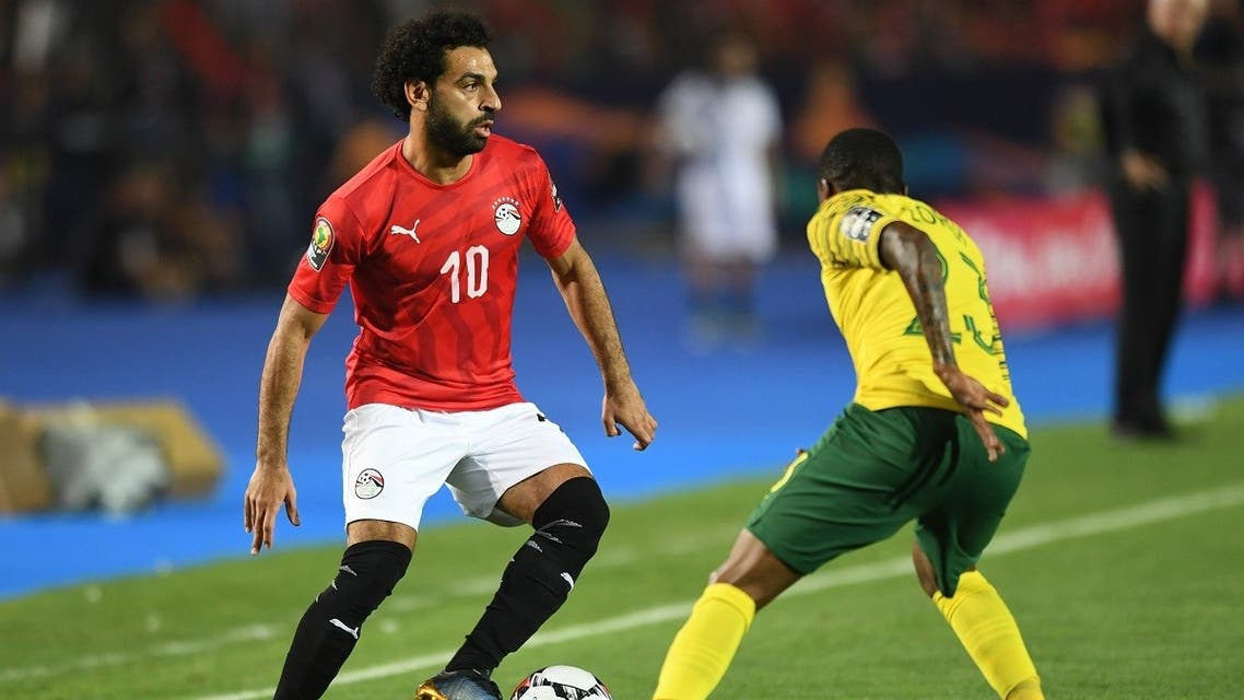 Egypt's forward Mohamed Salah (L) is marked by South Africa's midfielder Thembinkosi Lorch, July 6, 2019. (AFP)