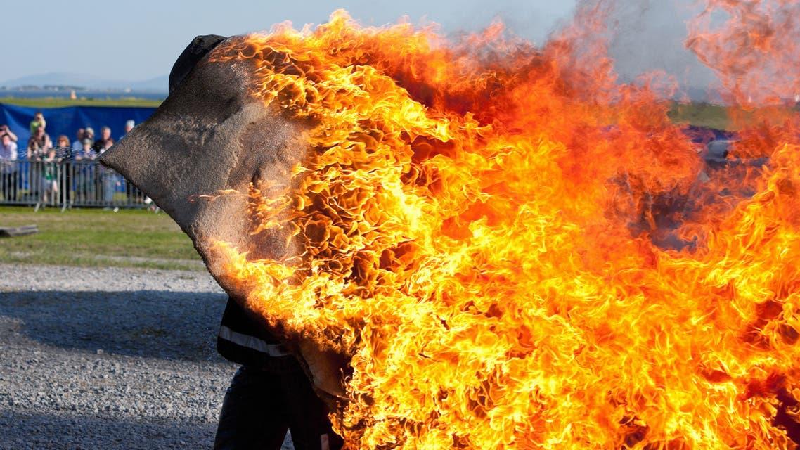 حريق  رجل يحرق نفسه (تعبيرية istock)