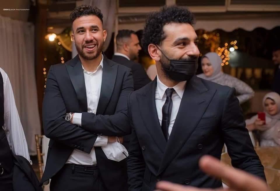 صورة لمحمد صلاح واللاعب تريزيجيه خلال حفل زفاف شقيق صلاح