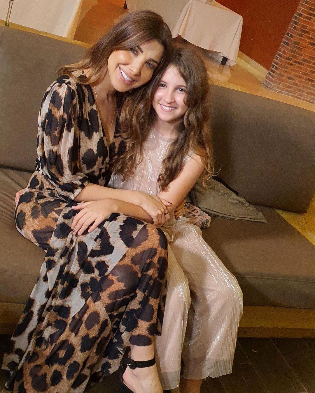 مع ابنتها